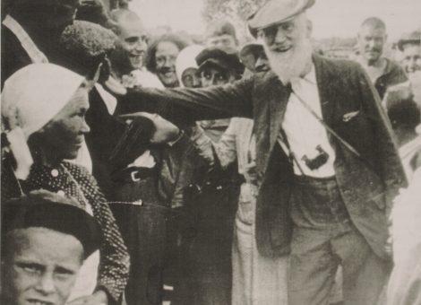 Британский писатель Бернард Шоу среди коммунаров. 1932 год