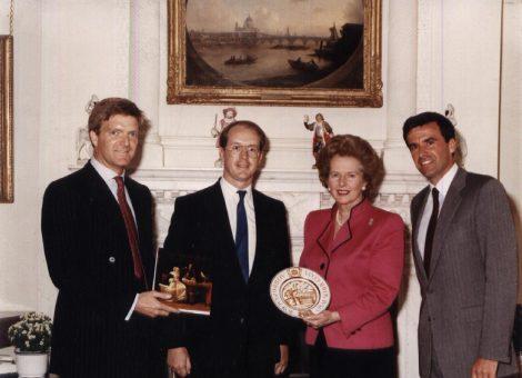 Премьер-министр Великобритании Маргарет Тэтчер после выступления в Доме дружбы и мира.