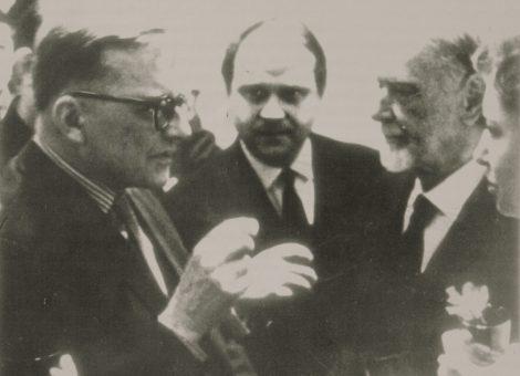 Дмитрий Шостакович и Золтан Кодан после авторского концерта венгерского композитора в Москве.