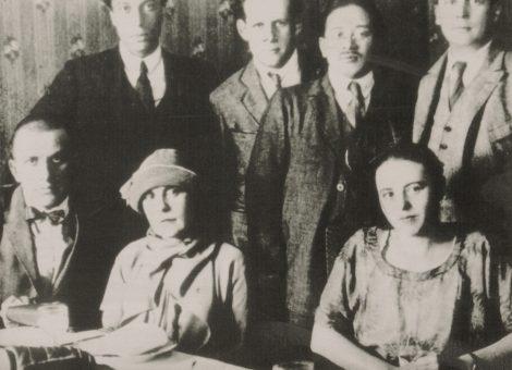 ВладимирМаяковский, БорисПастернак, СергейЭйзенштейн с активистами ВОКС.Москва, 1925 год.